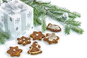 Картинка Рождество Печенье Выпечка Белый фон Ветвь Подарки