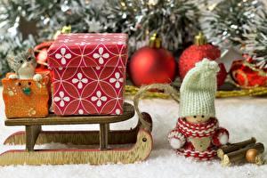 Фотографии Рождество Кукла Шапки Шар Санки Подарки