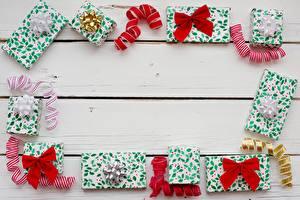 Фото Рождество Подарки Ленточка Бантик Доски Шаблон поздравительной открытки