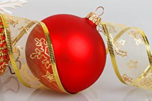 Фотографии Рождество Серый фон Шар Красный Ленточка