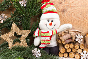 Картинки Рождество Звездочки Снеговики Шапки Шарф Бревна Снежинки