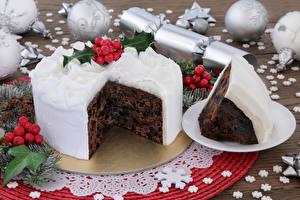 Картинки Рождество Сладости Торты Ягоды Часть Шарики Снежинки Еда