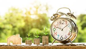 Фото Часы Циферблат Будильник Деньги Монеты Крупным планом