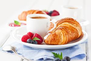 Картинки Круассан Малина Черника Кофе Завтрак Чашка Пища