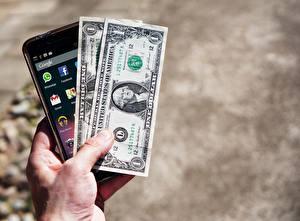 Картинка Доллары Купюры Деньги Руки Смартфон