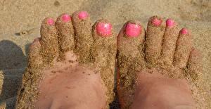 Фотографии Пальцы Крупным планом Песок Ноги Маникюр