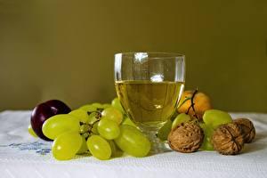 Фотографии Виноград Орехи Вино Натюрморт Бокалы Продукты питания