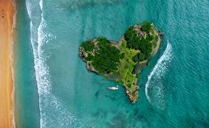 Картинки Остров Океан Море Сверху Сердечко