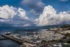 Обои Италия Дома Пирсы Корабли Небо Залив Облако Ischia Port of Casamicciola город