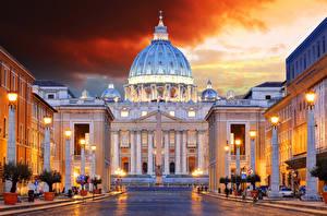 Картинки Италия Рим Дома Храм Вечер Уличные фонари Vatican