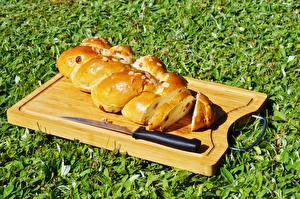 Фото Ножик Выпечка Хлеб Трава Разделочная доска Нарезанные продукты