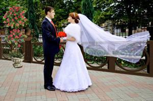 Фотографии Мужчины Влюбленные пары Свадьба Невеста Жених Двое Платья девушка