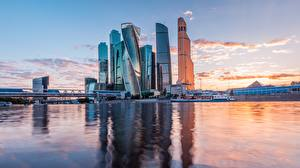 Фотография Москва Россия Небоскребы Речка Вечер Moscow City Города
