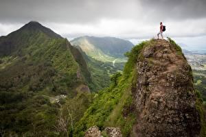 Картинки Горы Альпенизм Мужчины Пейзаж Скала Альпенист