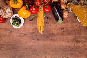 Фото Перец овощной Помидоры Баклажан Лук репчатый Макароны Продукты питания