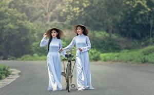 Фотографии Дороги Азиатки Велосипеде Брюнетка Шляпа Два девушка
