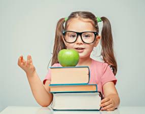 Фотография Школьные Яблоки Девочки Книга Очки Ребёнок