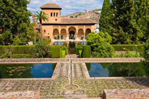 Картинки Испания Парки Пруд Дома Кусты Alhambra Granada город