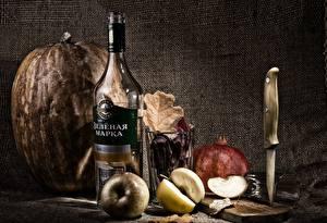 Обои Натюрморт Тыква Яблоки Водка Бутылки Стакан Пища