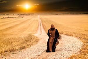 Обои Рассветы и закаты Поля Дороги Солнце Monk, Pilgrim Природа