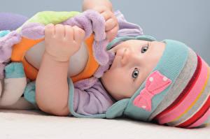Обои Игрушка Младенца В шапке Дети