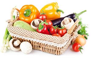 Картинка Овощи Перец Томаты Грибы Баклажан Белым фоном Корзина Корзинка Еда