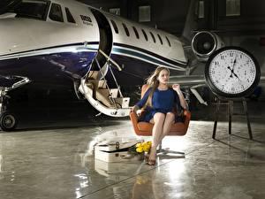Фотографии Самолеты Часы Кресло Сидящие Города