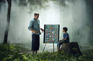 Картинки Азиатки Мужчины Пне Траве Два Сидит Дети