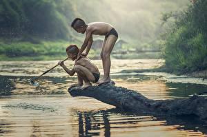 Фото Азиаты Речка Ловля рыбы Двое Мальчики Дети