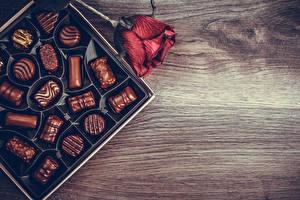 Фотографии Конфеты Шоколад Розы Бордовые Продукты питания