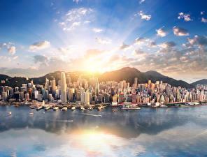 Картинка Китай Гонконг Здания Причалы Горы Море Лучи света город