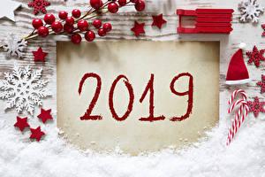Обои Рождество Ягоды 2019 Снег Звездочки Снежинки Шапки Санки