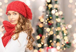 Обои Рождество Блондинка Шапки Шарф Смотрит