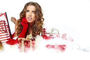 Фото Рождество Шатенки Подарок Перчатках девушка