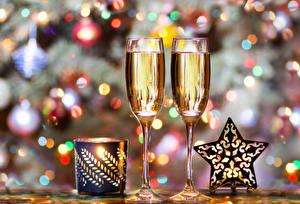Картинка Новый год Шампанское Свечи Бокалы Звездочки Пища