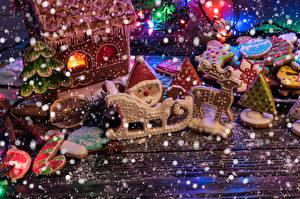 Фотографии Рождество Печенье Здания Олени Доски Дизайн Сани Санта-Клаус Продукты питания