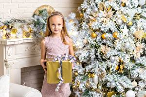 Обои Рождество Праздники Елка Подарок Девочка Дети