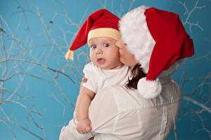 Фотография Рождество Мама Грудной ребёнок В шапке Взгляд Дети Девушки