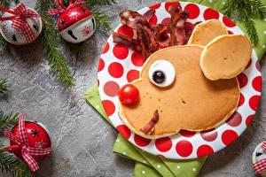 Обои Новый год Блины Помидоры Шарики Тарелка Морда Дизайн Еда картинки