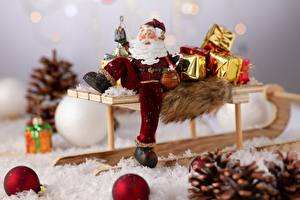 Картинка Новый год Дед Мороз Сани Шарики Подарки