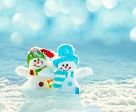 Фотографии Рождество Снеговики Снег Шапки