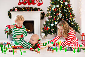 Фото Рождество Игрушка Три Мальчишки Девочка Младенец ребёнок