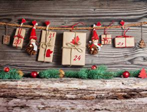 Фото Рождество Доски Стенка Подарки Шар Сердечко Прищепки