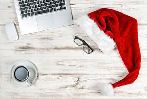 Картинка Кофе Компьютерная мышь Рождество Доски Чашка Шапки Очки Еда