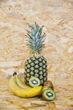 Фотография Фрукты Ананасы Бананы Киви Еда