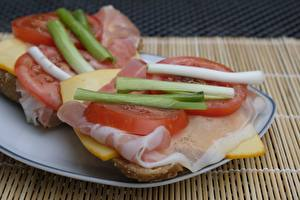 Фото Ветчина Сыры Помидоры Нарезанные продукты Тарелка Завтрак Пища