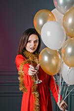 Картинка Праздники Шатенка Воздушных шариков Бокалы девушка