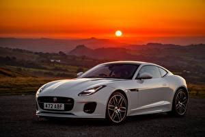Фотографии Ягуар Рассветы и закаты Белый Металлик 2018 F-Type  Chequered Flag автомобиль