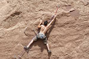 Картинки Мужчина Альпинизм Скала Спина Альпинист спортивный