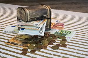 Картинка Деньги Монеты Банкноты Евро Сундук сокровищ
